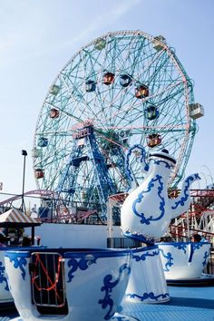 Visit Coney Island this summer and ride the Wonder Wheel! // Salty Canary