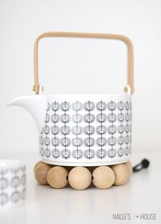 DIY Wooden Bead Trivet- customize with your own size of beads #trivet #diy #kitchen