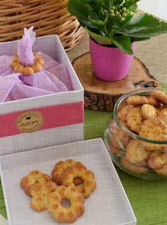 Κουλουράκια πορτοκαλιού με υπέροχο άρωμα... Συνταγή που έχει ξετρελάνει πολύ κόσμο,ιδιαίτερα τα παιδιά...κουλουράκια τραγανά,μυρωδάτα και πεντανόστιμα. Biscuit Cookies, Biscuits, Cooking Recipes, Sweets, Vegan, Artworks, Foods, Baking, Cookies
