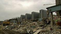 Helsingin legendaarinen Lepakkoluola purettiin 26.11.1999, kun kauhakuormaajat alkoivat murjoa huonokuntoista taloa. Sitä ennen siellä tapahtui valtavasti aivan viimeisiin hetkiin asti.