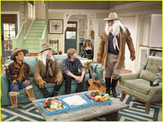 Good Luck Charlie set.... i like the show...the house colors/decor...and the blue trays