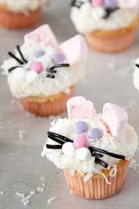 These Paula Deen cupcakes are too cute and I think could be an easy do with box cake mix & ready made frosting.Or the Paula Deen way from scratch! Bunny Cupcakes, Easter Cupcakes, Cupcake Cookies, Flower Cupcakes, Christmas Cupcakes, Big Cupcake, Sweet Cupcakes, Birthday Cupcakes, Paula Deen