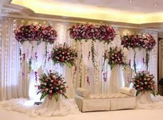 : Simple stage decoration for wedding Stunning wedding stage decoration ideas. WOW images for stage decoration for wedding by Flower decorators. Reception Stage Decor, Wedding Backdrop Design, Desi Wedding Decor, Wedding Stage Design, Wedding Reception Backdrop, Wedding Decorations On A Budget, India Wedding, Wedding Set, Wedding Flowers