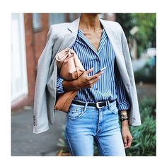 Blue Striped Shirt Outfit, Grey Blazer Outfit, Blue And White Striped Shirt, Blazer Gris, Blue Jeans Outfit Summer, Light Blue Jeans Outfit, Outfits With Striped Shirts, Blue Denim, Blue Grey