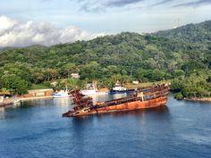 wreck, mahagony bay, roatan island, Honduras