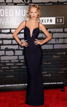Los mejores looks de los MTV Video Music Awards 2013  - Taylor Swift  - Hervé Léger By Max Azria