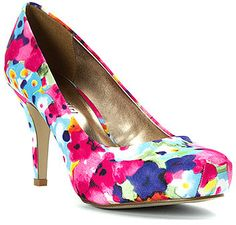 You'll always be walking with flowers in these Getta pumps from Madden Girl.