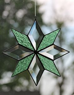 Stained glass and bevel quilt star by Barbara's Glassworks. by mabel Stained Glass Quilt, Stained Glass Angel, Stained Glass Ornaments, Stained Glass Birds, Stained Glass Christmas, Stained Glass Suncatchers, Stained Glass Crafts, Stained Glass Designs, Stained Glass Patterns