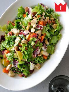 堂々の一位は、チョップドサラダのレシピ! たっぷりの野菜に歯ごたえの違うトッピングを合わせれば、ボリューミーなのにヘルシーな一品が完成。ランチにも、ディナーにも、デイリーに作ってみて。 レシピはこち...