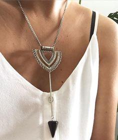 Saindo do básico... Deixando o look ainda mais!! Para infos e preços  whats 11 98227 9647 ● ● #bijoux #streetstyle #love #bijouxlovers #hollystore #ootd #mystyle #acessorio #colar #boho #bohochic #outfit #fashion #mystyle #beach #lifestyle #lookdodia #lookoftheday #tendencia #instastyle #instafashion #instagood #details #trend #lookbook #crystal #loveit