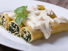 Receta de Canelones Rellenos de Espinacas | Una receta fácil y deliciosa, prueba estos canelones rellenos de espinacas. Es una receta para toda la familia.