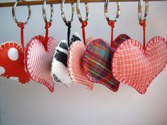 Aprende hacer llaveros de tela en forma de corazon - Red Social Claseclub.com