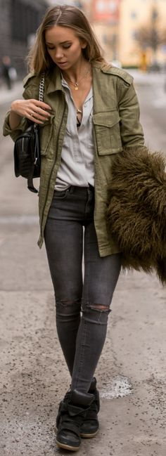Jeans, Shirt & jacket – Gina Tricot. Bag, Zara. Bra, ASOS. Shoes, Isabel Marant.