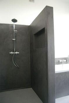 Juste pour l'idée d'une niche à l'intérieur de ta douche en béton ciré