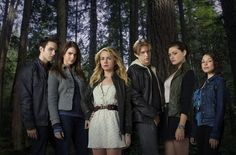 Watch the pilot of The Secret Circle on Netflix and ready thy review. Episode 1: Cassie loses her mother and is sent to live in the town her mother grew up in where she discovers that ... she's a witch? The clique that enlists her are all witches too, and now they have a full-on covenant! But it's a secret one, because all of their parents were a part of the last one, and it ended with fatal consequences. 'The Secret Circle' Premiere Recap: Best of 'Pilot' Emily E. Steck #thesecretcircle #tv