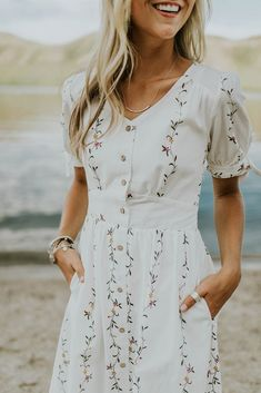 Warm Weather Wedding Outfit Ideas | ROOLEE