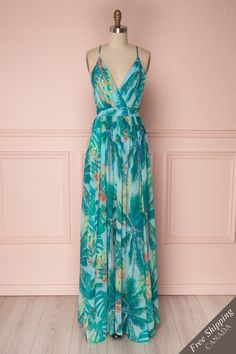 Tropical pattern maxi dress with open back, plunging neckline, and thin straps - Robe longue à motif tropical avec fines bretelles et dos ouvert Summer Goddess, Girly, Next Wedding, Tropical Pattern, Online Fashion Boutique, Maxis, Plunging Neckline, Fashion Wear, Dressing Room