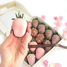 Pink chocolate? Why not!? With fresh strawberries by MyBerries.