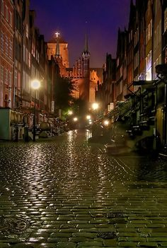 Ulica Mariacka in Gdańsk. On this street, they sell a lot of amber jewellery. Great Places, Places To See, Beautiful Places, Danzig, Poland Cities, Roads And Streets, Gdansk Poland, Central And Eastern Europe, Krakow