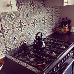 Wat zijn Marokkaanse tegels? Marokkaanse tegels zijn voornamelijk patroon tegels. Zo heb je de Marokkaanse handgemaakte Zelliges. Het mooie aan dit type tegeltjes is dat …