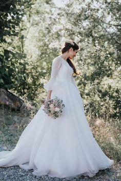 The shape of this skirt 😍 Modest Wedding Gowns, Cute Wedding Dress, White Wedding Dresses, Wedding Attire, Wedding Bride, One Shoulder Wedding Dress, Medieval Combat, Boho Style Dresses, Everyday Dresses