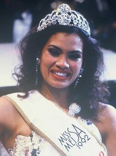 Amy Kleinhans, the 1992 Miss South Africa Beauty Pagent Winner. The History of Miss South Africa Beautiful Inside And Out, Beautiful People, Beautiful Women, South African Celebrities, Mixed People, Pageant Crowns, Miss World, Beauty Pageant, Black Queen