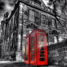 Red English phone booth