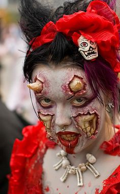 Scary Halloween Devil Make Up on We Heart It Devil Halloween Costumes, Devil Costume, Halloween Horror, Cool Costumes, Costume Ideas, Halloween Party, Makeup Fx, Scary Makeup, Makeup Ideas