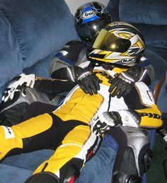 Motard Sexy, Latex Men, Bike Leathers, Motorcycle Men, Biker Gear, Skinhead, Motocross, Black N Yellow, Bicycle Helmet