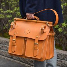大人の男性に寄り添うクラシックな本革トリップバッグ「革鞄のHERZ公式通販」