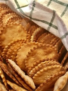 Soy Flour Recipes, Sugar Free Recipes, Baking Recipes, Snack Recipes, Keto Snacks, Seed Crackers Recipe, Gluten Free Crackers, Red Lentil Recipes, Easy Lunches For Kids