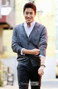 Eric Korean Men, Asian Men, Korean Actors, Another Miss Oh, Gorgeous Men, Beautiful People, Eric Mun, Panda Family, Shin