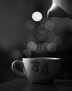 """27 kedvelés, 1 hozzászólás – Zoltán Bodnár (@z.bodnar) Instagram-hozzászólása: """"Merry Christmas! #photography #christmas #coffee"""""""