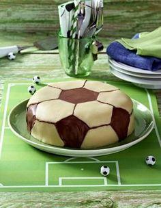 Fussball-Schokoladen-Torte