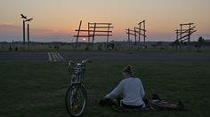 BERLIN, Tempelhofer Feld  (Gelände des ehemaligen Flughafens, Dank Volksentscheid) - genialer Ort, um den Kopf frei zu bekommen - zu jeder Tageszeit