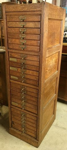 Beautiful Antique c.1920's Quarter Sawn Paneled Oak 24 Drawer Specimen / Apothecary Filing Cabinet - Mission Arts & Crafts / Industrial Chic