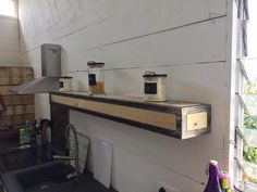 kitchen-shelving-with-pallets