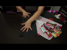 ramo de chocolates!!!/ ideas 14 de febrero!!! - YouTube Valentine Gift Baskets, Candy Gift Baskets, Candy Gifts, Valentines Diy, Gift Card Bouquet, Candy Bouquet Diy, Diy Birthday, Birthday Gifts, Chocolate Flowers Bouquet