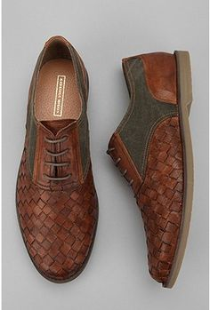 What a beautiful can a pair of mens shoes.