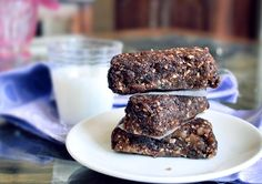 :: Hot Fudge Brownie Larabars 1 cup walnuts (120 g) 1 and 1/3 cups pitted dates (220 g)  1 tsp pure vanilla extract 3-4 tbsp cocoa powder  optional:  1/8 plus 1/16 tsp salt (I always add it) optional: chocolate chips or even a piece of a chocolate bar or baking chocolate Blend all the ingredients, using a food processor or Magic Bullet. No need to blend the dates first