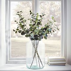 Grote transparante vaas in vensterbank - Grand Vase Transparent, Deco Champetre, Deco Floral, Vases Decor, First Home, Home And Living, Home Accessories, Flower Arrangements, Farmhouse Decor