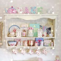 This looks like a magical set of Kitchen shelves with light orbs all around ! Shabby Chic Storage, Shabby Chic Kitchen, Vintage Kitchen, Kitchen Decor, Kitchen Dresser, Dresser Top, Kitchen Shelves, Kitchen Stuff, Kitchen Ideas