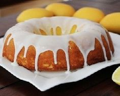 Mock Starbucks Lemon Pound Cake For when we do away with our current pastry line, and bring in La Boulonge. Just Desserts, Delicious Desserts, Dessert Recipes, Dessert Ideas, Cake Recipes, Starbucks Lemon Pound Cake, Decadent Food, Chocolate Sweets, Just Cakes