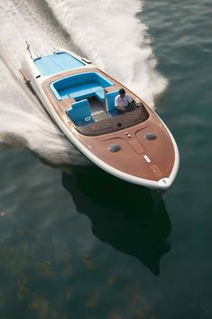 Marc Newson's Retro Riva Speed Boat! So cool :) I just love the way this looks.