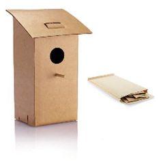 CASETTA PER UCCELLI mod. P146.759, pieghevole, in cartone resistente all'acqua con bacchetta di legno, confezionato in busta color cartone. Peso 120 gr. Dim. 10 x 10 x 25 cm.
