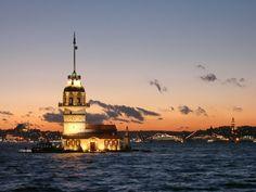 İstanbul, Türkiye'nin en kalabalık, iktisadi ve kültürel açıdan en önemli şehri.
