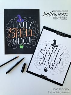 Best Ideas DIY and Crafts Inspiration : Illustration Description Hand lettered Halloween printables – quick + easy decoration for Halloween! -Read More – Halloween Projects, Halloween Cards, Holidays Halloween, Spooky Halloween, Halloween Printable, Happy Halloween, Halloween Decorations, Halloween Stuff, Halloween Costumes
