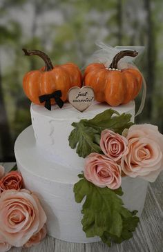 Fall wedding cake topper bride groom fall cake decoration Just Married sign barn autumn pumpkin topper country rustic leaves Mr and Mrs Pumpkin Wedding Cakes, Fall Pumpkin Wedding, Thanksgiving Wedding, Fall Wedding Cakes, Wedding Cake Decorations, Wedding Cake Toppers, Autumn Wedding, Fall Engagement Parties, Just Married Sign
