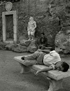 Herbert List  ITALY. Rome. Piazza Vittorio Emmanuele. 1949.