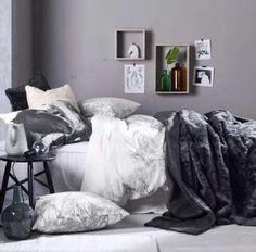 Runsaat tekstiilit takaavat makuuhuoneen viihtyisyyden. #etuovisisustus #makuuhuone #ellos